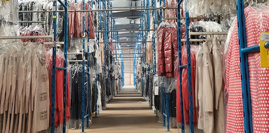 Hanging garment retail logistics solutions