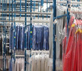 Hanging garment transport